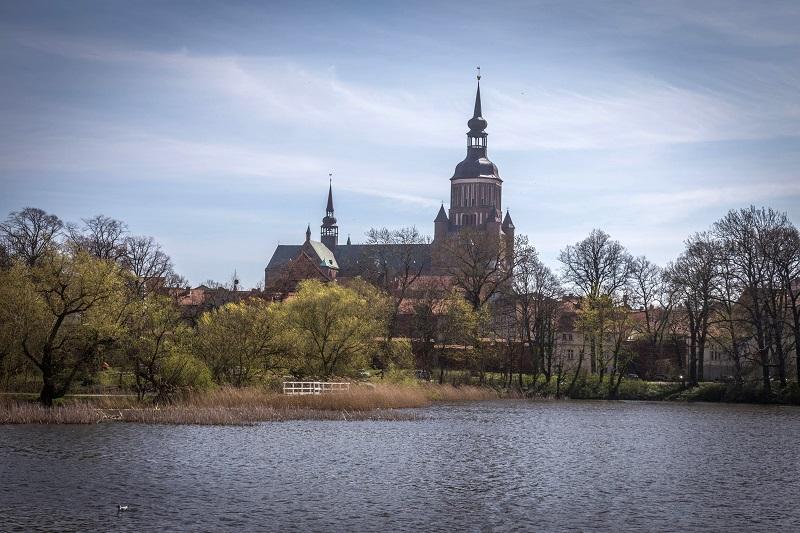 Blick über den Knieperteich Richtung Nikolaikirche